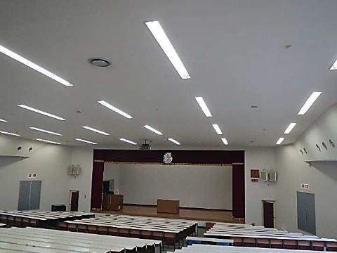 防護ネット柵取付前状況の教室