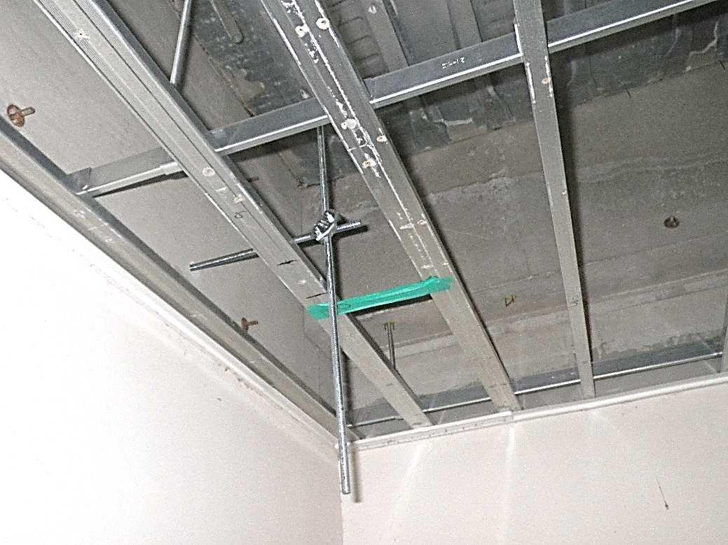 天井防護ネット工 天井裏吊ボルト引張補強 取付状況