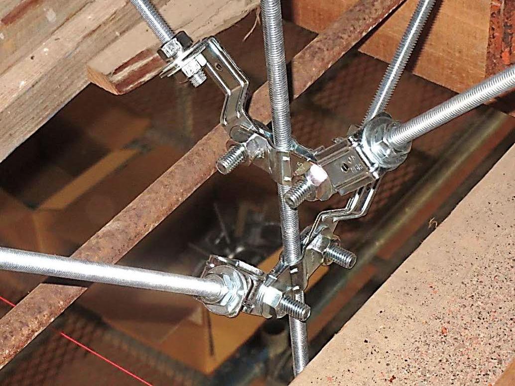 天井防護ネット工 SAIクランプ 吊ボルト振れ止め金具 取付状況